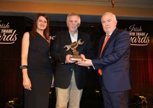 Award 5 Tyre Distributor of the year 1